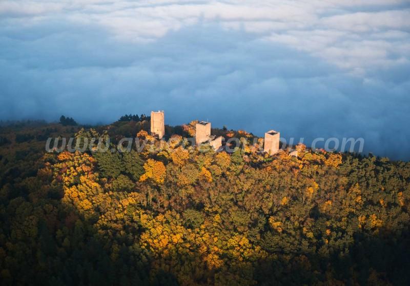 Trois Châteaux d'Eguisheim, Alsace, vus par ULM