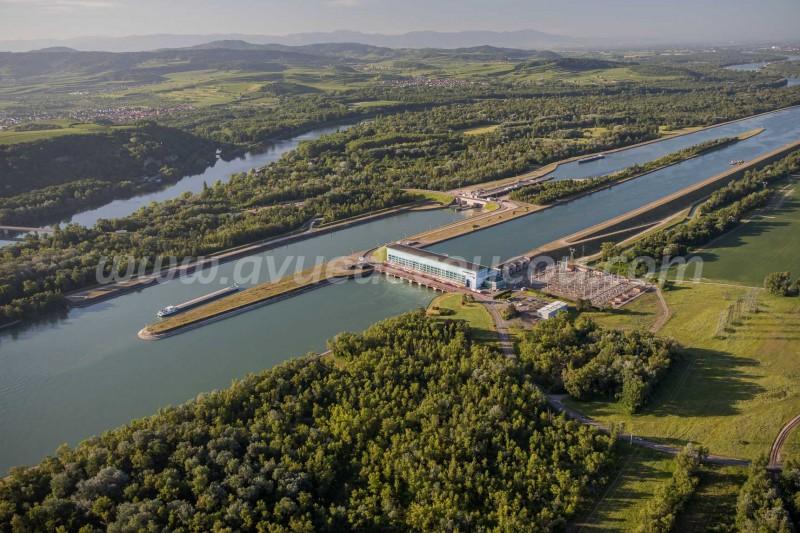 Ecluse et centrale hydroélectrique de Rhinau